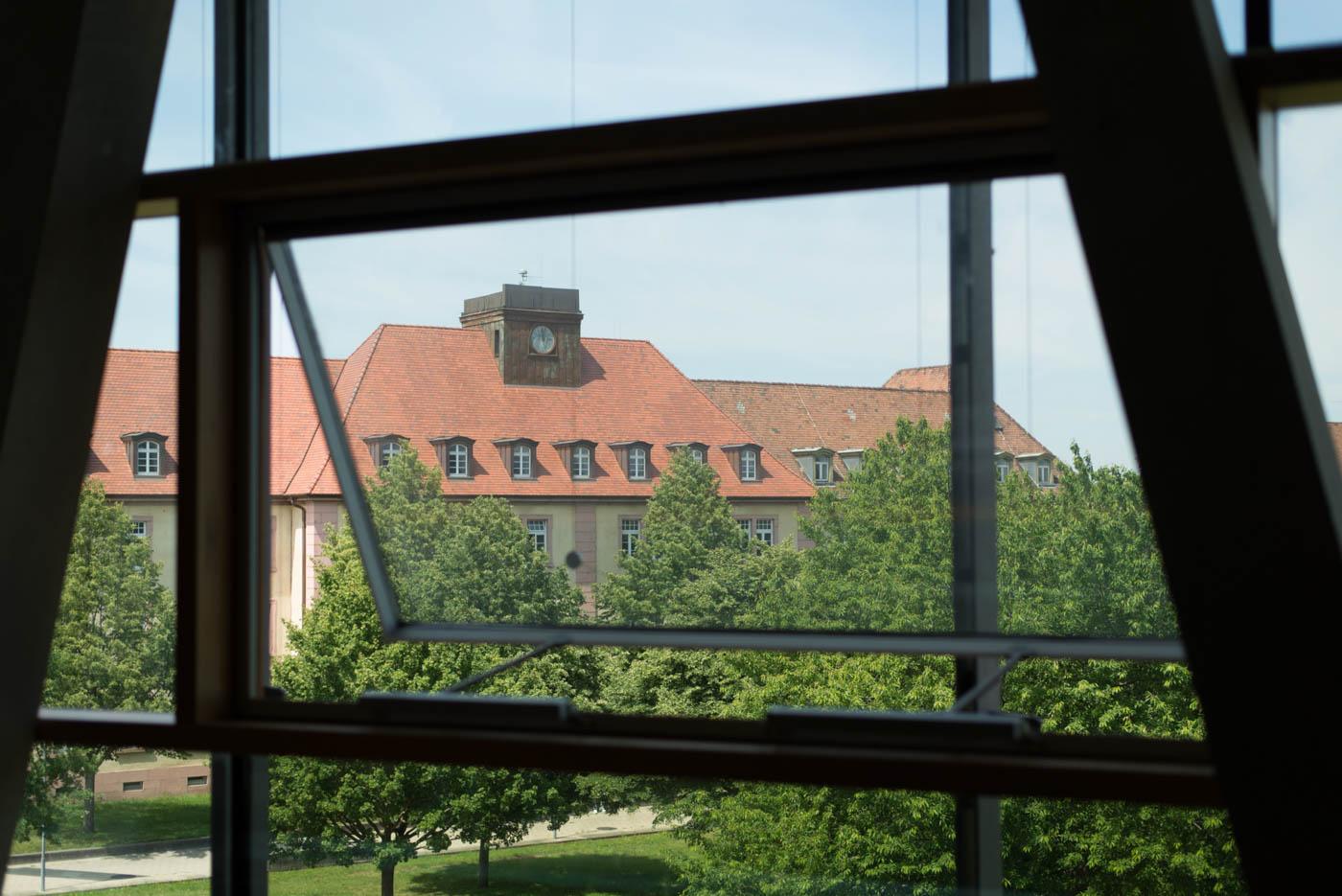 Blick aus der Bibliothek mit Grünem Campus