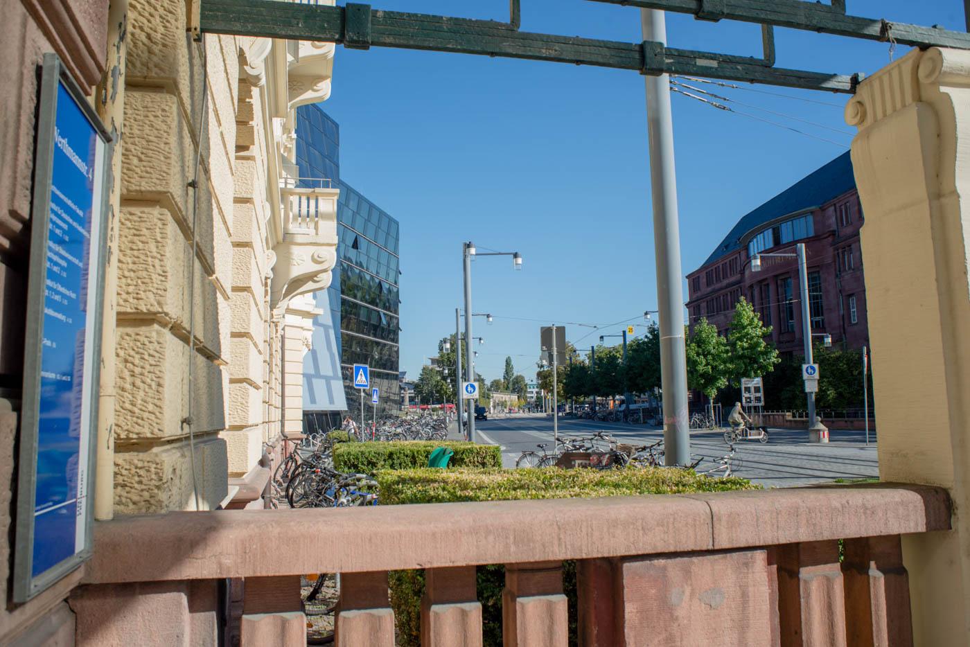 Eingang des Rechenzentrums in der Wertmannstraße