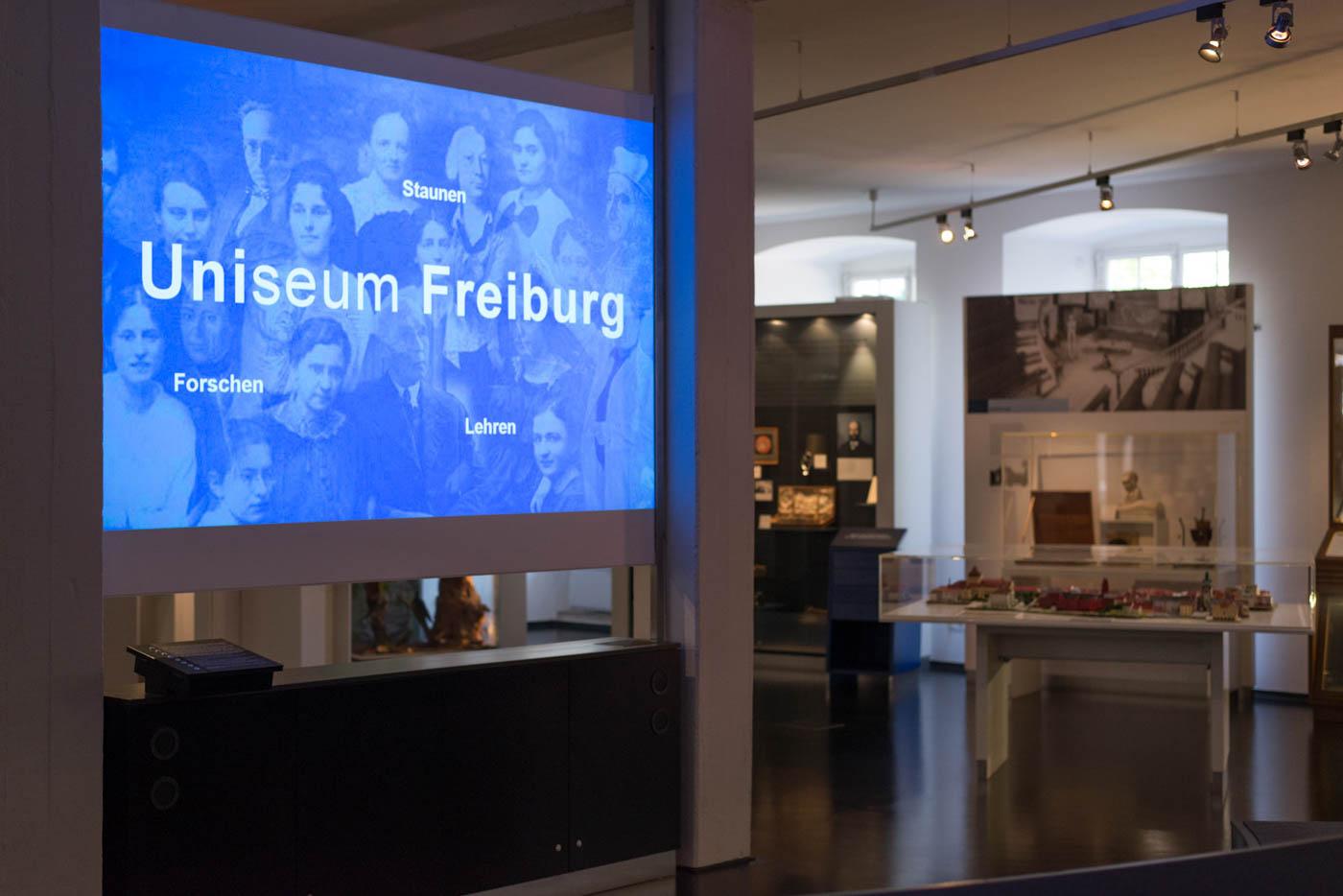 Videoprojektion des Uniseums Freiburg