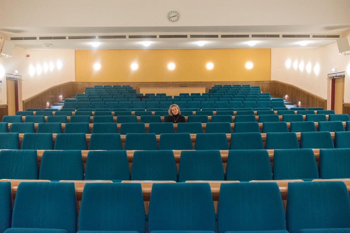 Daniela in Sitzreihe