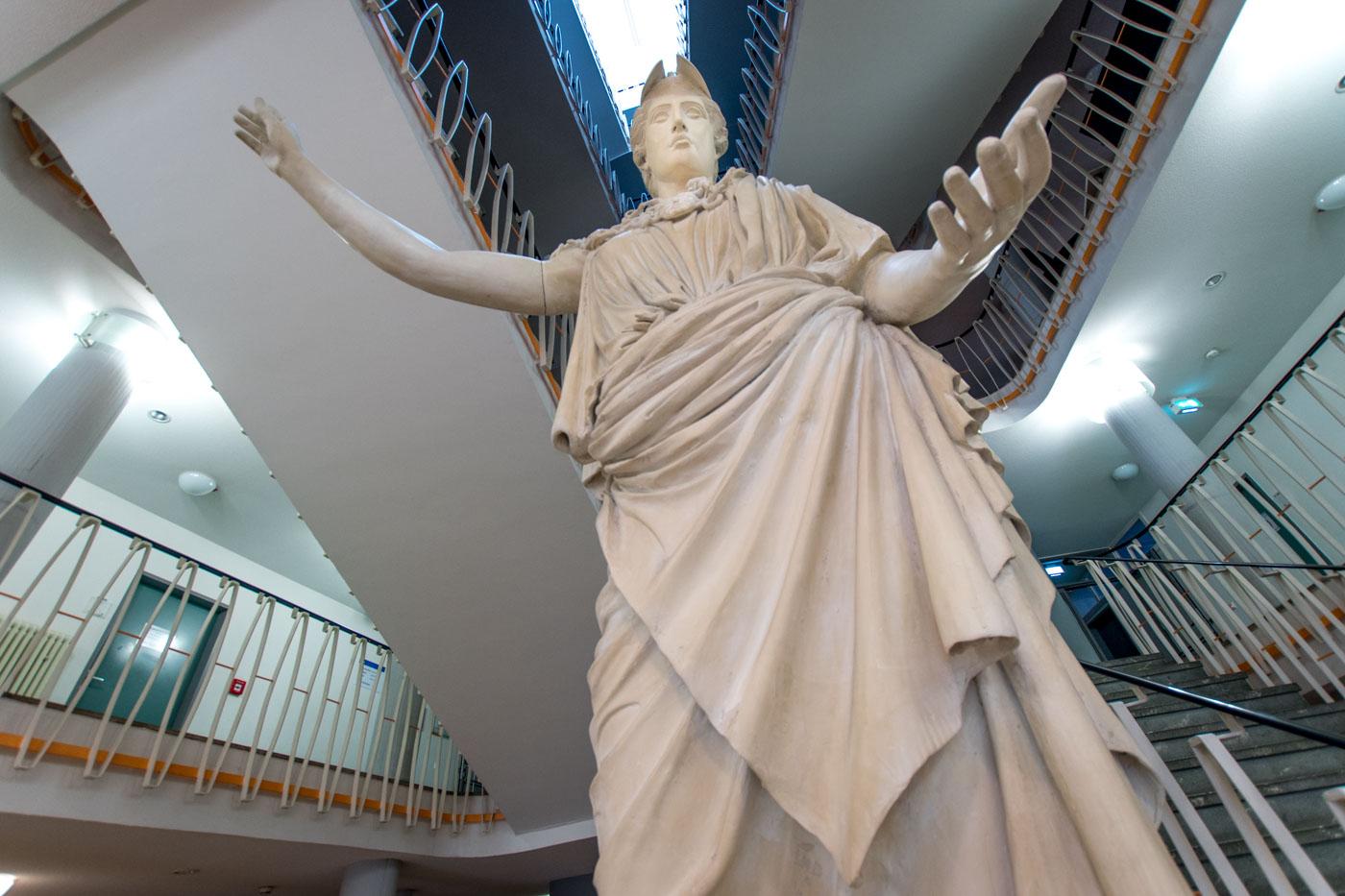 Athena von unten