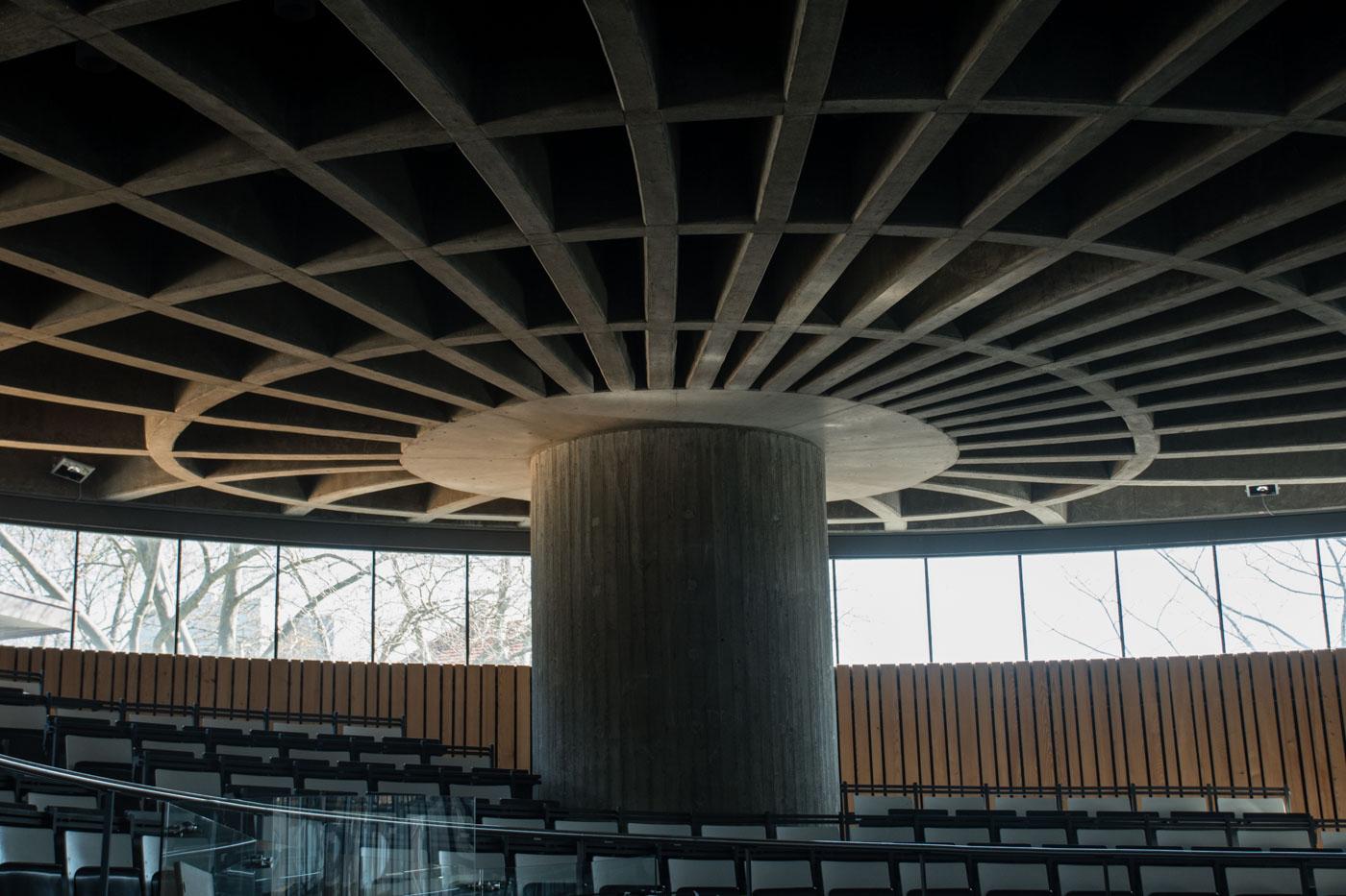 Decke Runder Hörsaal
